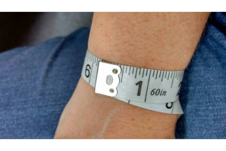 How to measure your wrist for bracelet sizing